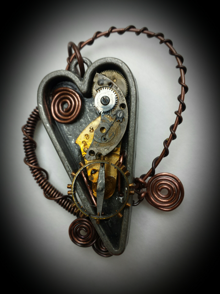 wire wrapped steampun heart pendant.png